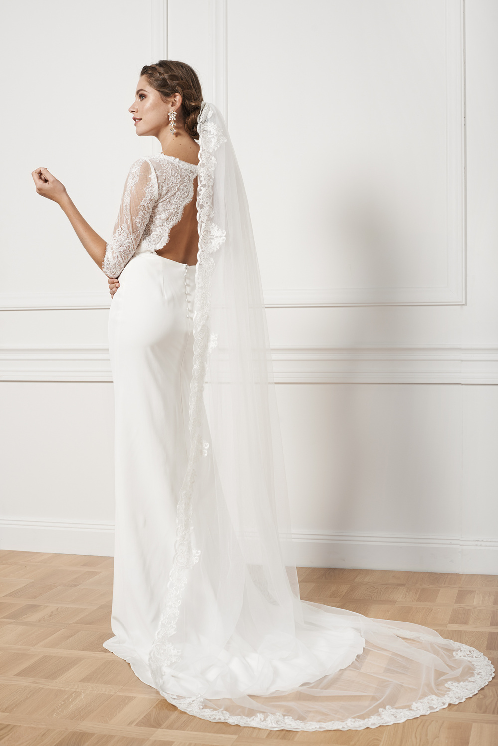 Cathedral veil with scalloped edge